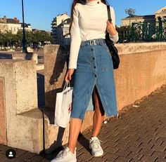 Awesome Midi Skirt Design Ideas That You Can Copy Right Now Long Denim Skirt Outfit, Denim Skirt Outfits, Denim Outfit, Long Denim Skirts, Denim Skirt Midi, Casual Skirts, Modest Clothing, Modest Outfits, Cool Outfits