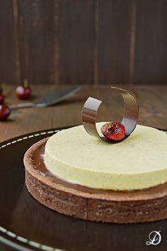 Tarta de Chocolate, Cerezas y Pistachos - Disfrutando de la comida
