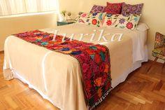 Pie de cama bordado mexicano. Modelo 3