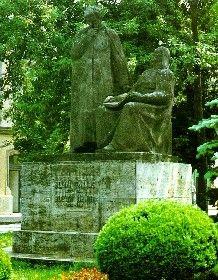 A két Bolyai szobra Marosvásárhelyen Garden Sculpture, Outdoor Decor, Plants, Planters, Plant, Planting