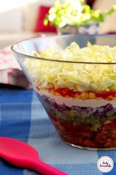 Sałatka Gyros czyli sałatka na imprezę. Polish Recipes, Quinoa, Oatmeal, Food And Drink, Appetizers, Pudding, Yummy Food, Healthy Recipes, Meals