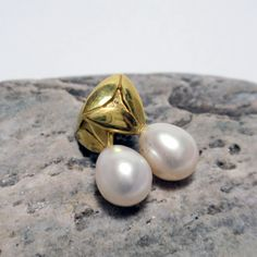 Gold and White Pearl Earrings – Unio Goldsmith Pearl Jewelry, Pearl Earrings, Ear Studs, Diamond Studs, Pearl White, Jewelry Collection, Feminine, Gems, Pearls