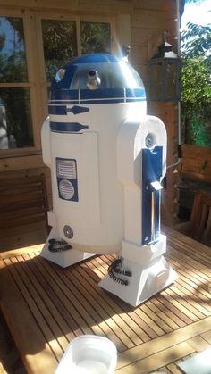 Bar R2D2 Star Wars 90% Carton et Inox réalisé 40 h de travail ...