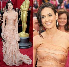 O Versace de Demi Moore, maravilhoso, melhor da noite!! Queria envelhecer assim! Que linda, maravilhosa, sensacional, e sem excesso de botox! Olhem a cinturinha dessa mulher! Incrível!