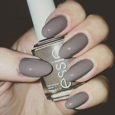 Just grey. 💅 #latenight #mondaymani @essiepolish #dontsweaterit
