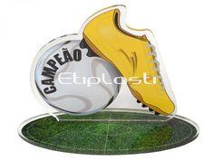 Troféu para modalidade futebol feito de acrílico cristal com personalização por impressão UV no verso da peça.