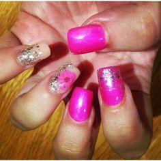 Dried #nailart flowers from www.charliesnailart.co.uk #naildesign #nails #nailart #nailshop #nailswag #nailtrend #naildecor #nailtrend