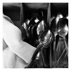 Kitchen utensils #spoons 🍵 #coredo #valdinon #pinetalovers #pinetanaturalmente #bw #bwstreet #vuance #Италия #trentino #iphonegraphy  Pinetahotels