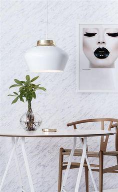 New light — Scandimerican Life Scandinavian Interior Design, Scandinavian Home, Mohawk Hardwood Flooring, Dinner Room, All Of The Lights, Home Decor Accessories, Pendant Lamp, Home Projects, Lighting Design
