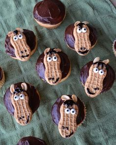 Horse Cupcakes you can make yourself - or let your guests decorate their own cupcakes!  How fun!