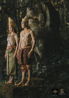 cambodia Traditional Thai Clothing, Traditional Dresses, Cambodian Art, Cambodia Beaches, Culture Clothing, Thai Dress, Thai Art, Costume Collection, Thai Style
