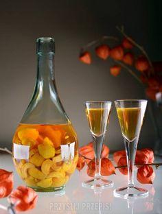 Nalewka z pigwy - 3 najlepsze przepisy Wine Drinks, Alcoholic Drinks, Christmas Food Gifts, Sugar Free Desserts, Irish Cream, Martini, Smoothies, Recipies, Food And Drink