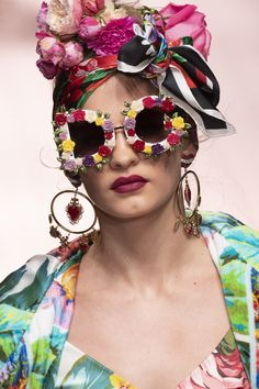 82159a9ab91f Dolce   Gabbana at Milan Fashion Week Spring 2019. Katteøje SolbrillerBlomsterkranseMode  ...