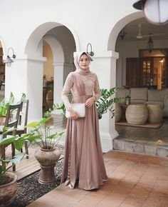 Best Ideas For Wedding Gowns Modern Sleeve Hijab Dress Party, Hijab Style Dress, Casual Hijab Outfit, Dress Outfits, Dress Brokat Muslim, Kebaya Muslim, Muslim Dress, Kebaya Hijab, Kebaya Dress