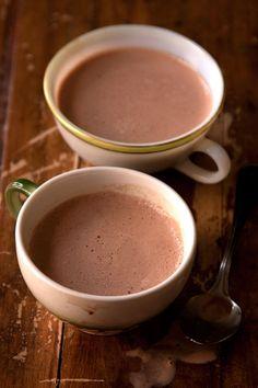 SOUND: http://www.ruspeach.com/en/news/10254/     Для приготовления какао с медом вскипятите молоко, добавьте в него порошок какао, мед и корицу. Такой напиток согреет вас в холодные зимние вечера и напомнит о детстве.    For preparation of cocoa with honey boil milk, add cocoa powder, honey and cinnamon to it. Such drink will warm you in c