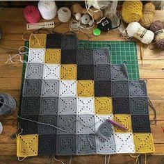 Crochet Washcloth - Cap to #Crochet mit Blattzöpfen und 3D-Blume im tunesischen Stich #Tejido Granny Square Crochet Pattern, Crochet Squares, Crochet Granny, Crochet Baby, Knit Crochet, Double Crochet Decrease, Knitting Patterns, Crochet Patterns, Manta Crochet
