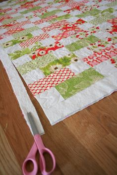 'On the Road to Spring' quilt - cut 100 7 & X 3 & rectangles from the print fabrics and 100 3 & squares from neutral fabric. Dimensions could be adjusted to use jelly roll. Patchwork Quilting, Jellyroll Quilts, Scrappy Quilts, Easy Quilts, Quilting Tips, Quilting Tutorials, Quilting Projects, Quilting Designs, Quilt Baby