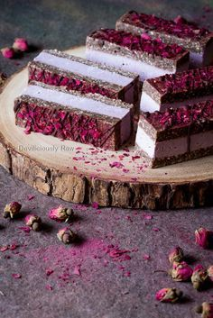 Charming Pink Raspberry Slices from Deviliciously Raw cake cheesecake cake cupcakes cake decoration cake fancy dessert cake Brownie Desserts, Desserts Végétaliens, Raw Vegan Desserts, Raw Vegan Recipes, Vegan Treats, Cooking Recipes, Raw Dessert Recipes, Cooking Tips, Paleo Dessert