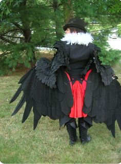 Back shot of my Honchkrow cosplay! I think the back looks just as awesome as the front with that red pleat/bustle bit in the back! Raven Costume, Bird Costume, Cool Costumes, Cosplay Costumes, Halloween Costumes, Cosplay Ideas, Larp, Character Inspiration, Character Design