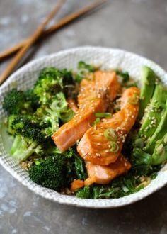 TERIYAKILAKS MED GRØNNKÅL, BROKKOLI OG AVOKADO Penne, Pasta, Frisk, Seaweed Salad, Fish And Seafood, Seafood Recipes, Spaghetti, Food And Drink, Quinoa