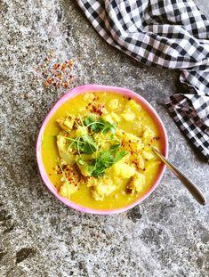En snabb indisk gryta/soppa utan mjölkprodukter och med mycket grönsaker – förenklad tillagning och nedkortad ingredienslista för att passa som vardagsrätt. Laga färdigt på 20 minuter. Nyttig…