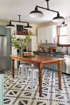 Home Renovation Modern Chalk paint cabinets, eccentric tile floors in cool and cozy kitchen Farmhouse Kitchen Cabinets, Modern Farmhouse Kitchens, Kitchen Paint, Diy Kitchen, Home Kitchens, Kitchen Ideas, Farmhouse Style, Rustic Farmhouse, Annie Sloan Kitchen Cabinets