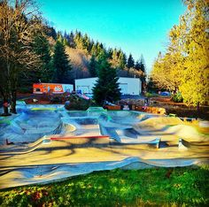 I'm definitely visiting here this summer when i go to Oregon. Can't wait to breathe in the fresh mountain air. Jamie Weller knows how to build a good skatepark...