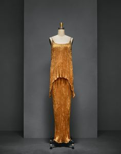 Mariano Fortuny (Spanish, 1871–1949). Evening Dress (detail), 1920s, Haute Couture. Hand–pleated orange silk charmeuse, hand–embroidered with Venetian glass beads and hand–knotted silk cord. Photo © Nicholas Alan Cope. #ManusxMachina #CostumeInstitute