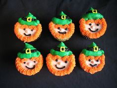 St. Patrick's cupcakes    For St Patrick's High School Sarnia St Patrick's Day Cupcakes by Giggy's Cakes and Sweets, via Flickr