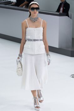 Chanel Parigi - Spring Summer 2016 Ready-To-Wear - Shows - Vogue. Summer Fashion Trends, Fashion Week, Fashion Outfits, Womens Fashion, Runway Fashion, Chanel Spring 2016, Spring Summer 2016, Chanel Outfit, Fashion Show Collection