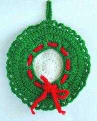 Maggie's Crochet · Christmas Wreath Pillow - Free Crochet Pattern
