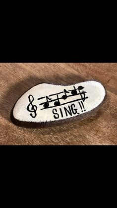 Music rocks - All For Garden Pebble Painting, Pebble Art, Stone Painting, Painted Rocks Craft, Hand Painted Rocks, Rock Painting Ideas Easy, Rock Painting Designs, Watercolor Card, Inspirational Rocks