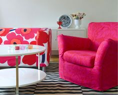 Bemz sells custom covers for IKEA furniture and the fabrics they have are pretty amazing! What a great way to update your IKEA items! Chaise Diy, Chaise Ikea, Ikea Sofa, Ikea Chair, Diy Chair, Ikea Furniture Hacks, Find Furniture, Furniture Makeover, Ikea Hacks
