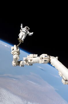 Mission Specialist Stephen K. Robinson attached to a foot restraint on the International Space Station. Photo: NASA Wow, talk about an 'E' Ticket. Cosmos, Earth And Space, Foto Picture, Photo Voyage, Nasa Astronauts, Space And Astronomy, Nasa Space, Space Space, Space Center