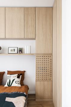 Minimalist Bedroom 251146116708575714 - Appartement Cavallotti – Atelier Steve Source by woodmoodfood Small Room Design Bedroom, Home Bedroom, Bedroom Decor, Wood Interior Design, Luxury Interior, Furniture Design, Cool Bedrooms For Boys, Small Apartment Interior, House Design