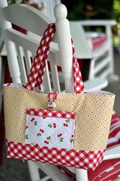 Sew cherry tote purses and bags сумки своими руками, сумки, Diy And Crafts Sewing, Fabric Crafts, Diy Crafts, Sewing Hacks, Sewing Projects, Quilted Bag, Fabric Bags, Crafts For Teens, Handmade Bags