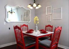 Aprovechando bien el espacio, es posible crear un pequeño lugar para cenas y reuniones dentro de otra estancia como la cocina, la terraza o el salón.