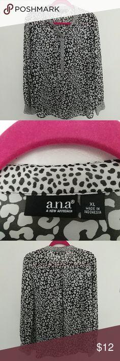 Black and White Cheetah Print Design Top Black and White Cheetah Print Design Top Comfortable and flowy a.n.a Tops Tunics