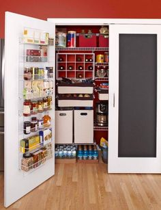 chalkboard-painted-doors-for-your-walk-in-pantry