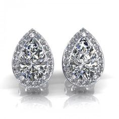 0.37CT pear and round cut diamonds stud earrings