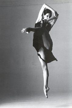 Beautiful contemporary dance picture!