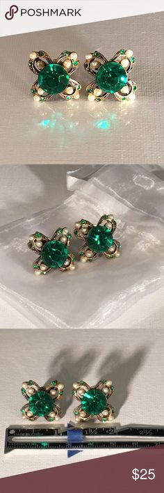 🗝Vintage 🗝Emerald Crystal and Pearl Earrings🗝 💎Stunning Vintage Earrings💎Beautiful Clover Style, screw back Earrings. Each Adorns a HUGE Emerald Crystal with Pearl Cabochon accents.  🔮A piece of their Story: These were purchased from the family of a Sweet Elderly woman whom they say traveled the world, lived in Austin Texas, and Loved her Family.  I want to share these with you all who'll truly appreciate the 🗝Legacies of Vintage🗝.  Much Love -Mwah💋 unknown Jewelry Earrings