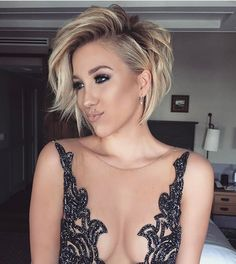 """""""Mi piace"""": 677, commenti: 26 - •EMILY•JIMISON• (@emily_jimison) su Instagram: """"Let's get this day started!!! @savannahchrisley #oscars"""""""