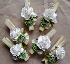 Shabby Chic Green decorated Clothes Pins Decorated Clothes Pegs Set of 6 pins with handmade paper flower New Crafts, Diy And Crafts, Crafts For Kids, Paper Crafts, Clothes Pegs, Clothes Crafts, Decoration Table, Paper Decorations, Decorated Clothes Pins
