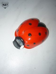 Garden Ladybird Made From Recycled Plastic Spoons Plastic Spoon Crafts, Plastic Spoons, Plastic Bottles, Diy Arts And Crafts, Crafts To Make, Diy Crafts, Aluminum Can Crafts, Recycled Crafts Kids, Clothes Pin Wreath