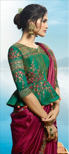 silk saree blouse designs is very simple blouse designs.his blouse designs are very simple to use. mostly lady Silk saree blouse use for India and any other country.seen by silk saree blouse designs catalogue Silk Saree Blouse Designs, Saree Blouse Patterns, Designer Blouse Patterns, Blouse Neck Designs, Indian Blouse Designs, Latest Blouse Designs, Blouse Styles, Traditional Blouse Designs, Choli Blouse Design