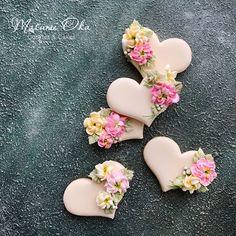 Floral Heart Cookies Heart Cookies, Cake Cookies, Wedding Shower Cookies, Flower Sugar Cookies, Cookie Images, Valentines Day Cookies, Cookie Decorating, Decorating Ideas, Beautiful Cakes