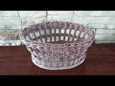 (46) Ажурная корзина с картонным дном. Плетение из газет - YouTube Newspaper Basket, Newspaper Crafts, Old Newspaper, Papercrete, Old Magazines, Diy For Kids, Making Out, Decorative Bowls, Projects To Try