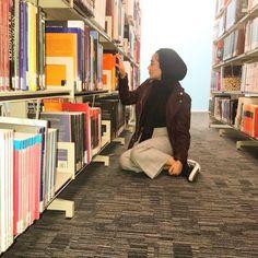 I love reading Cute Modest Outfits, Cool Outfits, Muslim Fashion, Hijab Fashion, Fashion Couple, Girl Fashion, Work Hard In Silence, Hijab Chic, Muslim Girls