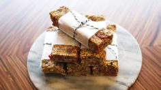 Healthy muesli bars with honey Healthy Baking, Healthy Recipes, Muesli Bars, Breakfast Snacks, English Food, Sugar Free Recipes, Food For Thought, Baked Goods, Sweet Tooth